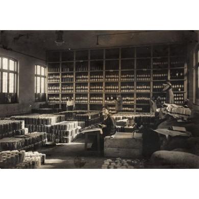 Fotografie reprezentând depozitul de conserve din Călărași, fotograf Constantin Boni, începutul sec. XX
