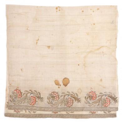 Ștergar turcesc, din mătase, decorat cu garoafe, sec. XIX, provine din colecția diplomatului Vasile Stoica