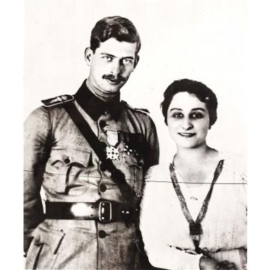 Fotografie de presă reprezentându-l pe Principele Moștenitor Carol alături de Zizi Lambrino, 1948