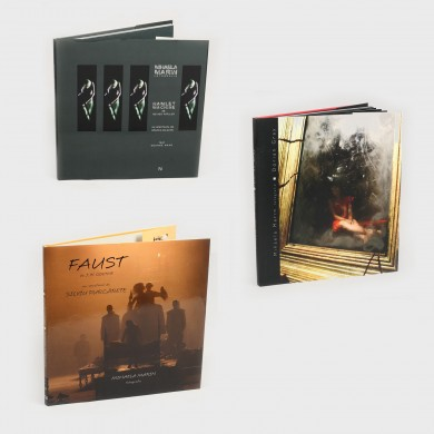 "Trei albume cu fotografii realizate de Mihaela Marin din spectacolele ""Faust"",  ""Hamlet machine"", ""Dorian Gray"""