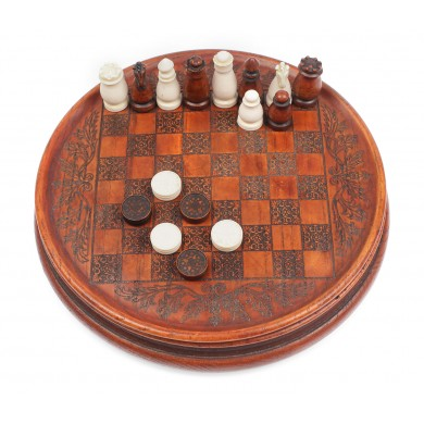 Joc de șah şi dame de mici dimensiuni din ceramică, cu decor de inspirație celtică