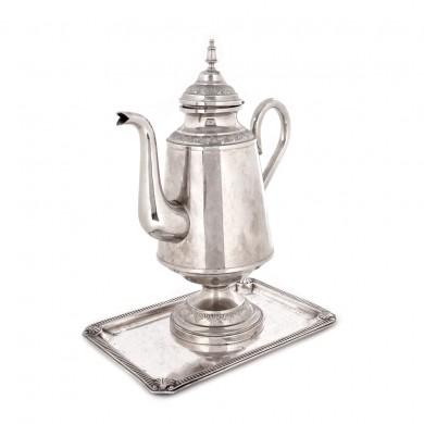 Set format din ceainic şi tavă, argintat, provine din colecţia actriţei Silvia Popovici