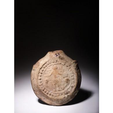 Ampulă de ceramică, ilustrându-l pe Sfântul Mina, sfârșit sec. VI - jumătatea sec. VIII, provine din colecția dr. Horia Slobozianu