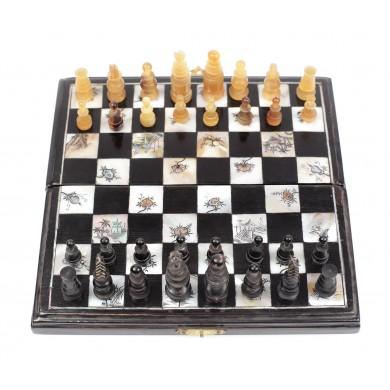Joc de şah miniatural din lemn ebenizat, cu intarsii de sidef, decorat cu motive chinoise, începutul sec. XX