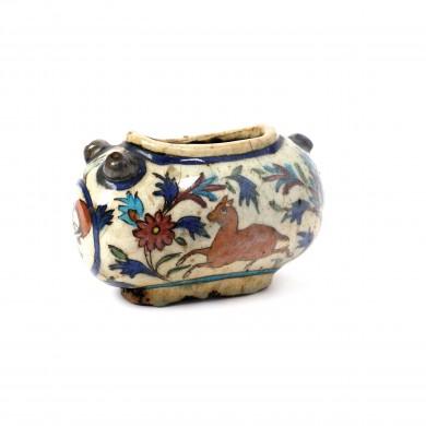 Jardinieră persană din ceramică pictată cu scenă de vânătoare, Iran, sec. XIX, provine din colecţia Lucrezia și Ion Pacea