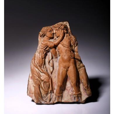 Fragment din teracotă, ilustrându-i pe Dionysos și Ariadna, sec. III î.e.n., provine din colecția dr. Horia Slobozianu