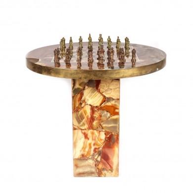 Superbă masă din onix și rășină, dedicată jocului de șah
