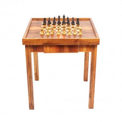 Masă din lemn de nuc masiv, cu intarsii din fag, dedicată jocului de șah, cca. 1930