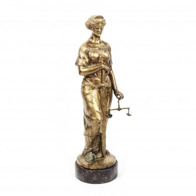"""Statuie reprezentând """"Justiţia"""""""