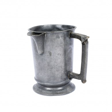 Tin mug, measuring unit for a quarter,  the 19th century, from the Lucrezia and Ion Pacea collection
