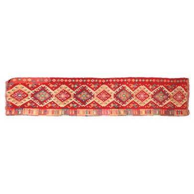 """Wall rug from Maramureș, decorated with the """"hora"""" (traditional Romanian dance) motif, the tricolour flag and other traditional motifs, the beginning of the 20th century"""