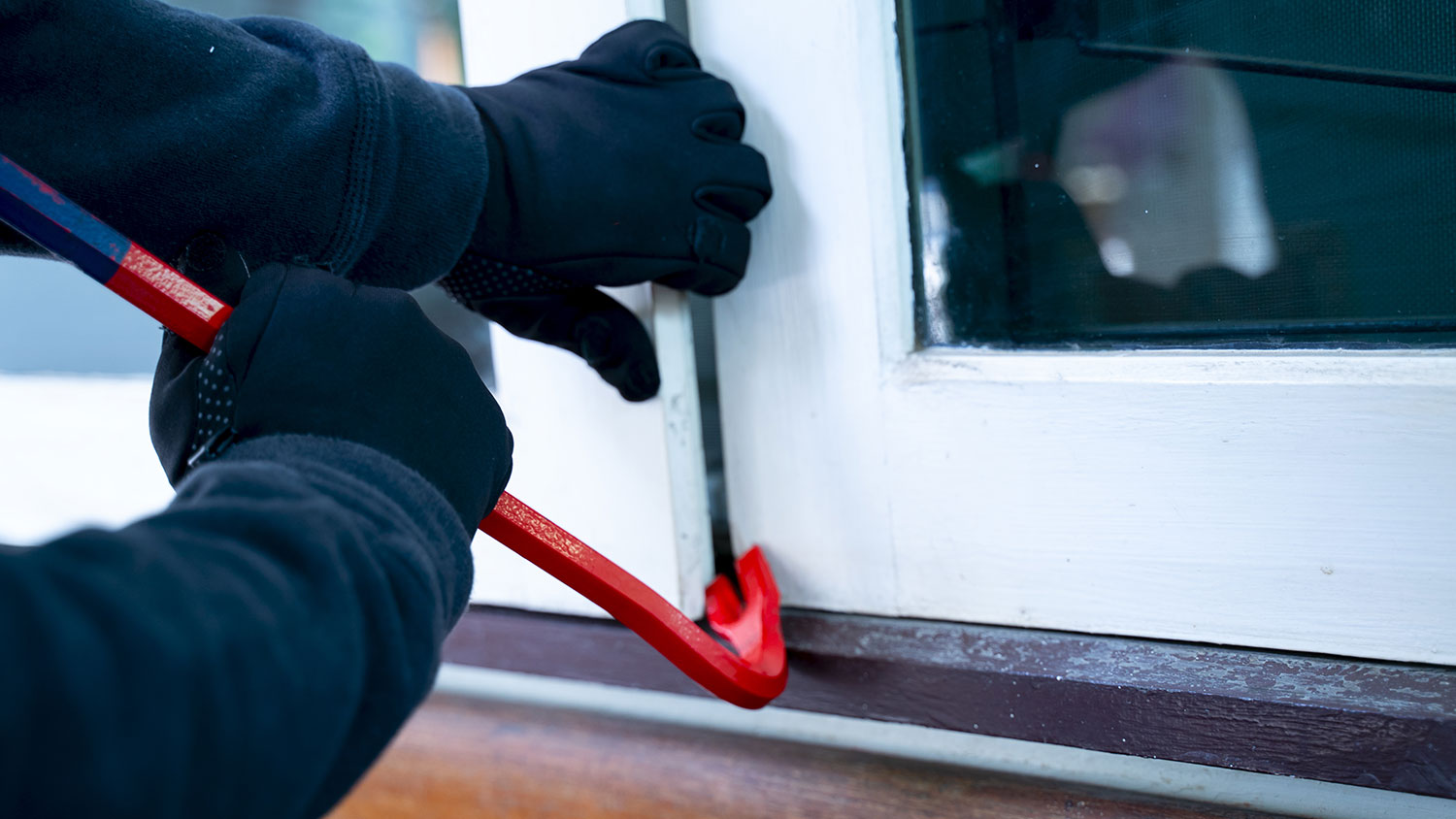 HOW TO PROTECT YOUR HOME BY THINKING LIKE A BURGLAR