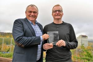 Svein Arne Rakstang, leder av GIS-avdelingen og Kjetil Nymoen IT-løsningsarkitekt har vært sentrale i utviklingen av GIS-miljøet og skulle vært i San Diego for å motta prisen på vegne av Elvia.