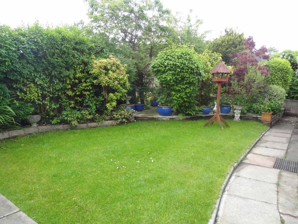 Shore Gardens, Upton