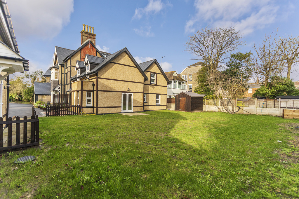 12 Wharncliffe Road