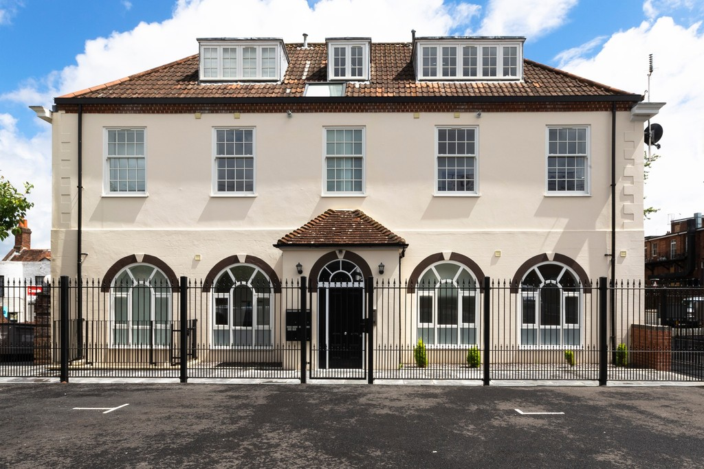 Flat 1, The Old Post Office, 17 New Street, Basingstoke, RG21 7DE