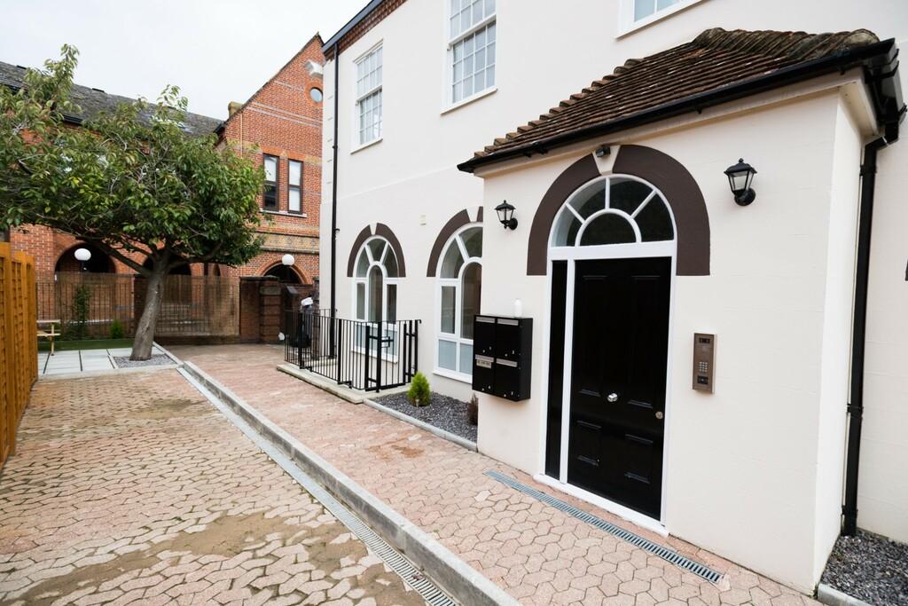 Flat 2, The Old Post Office, New Street, Basingstoke, RG21 7DE