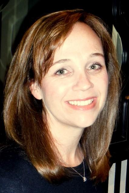 Erin Headshot