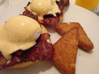 Huevos benedictinos con hash brown