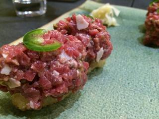 Nigiri de steak tartar.