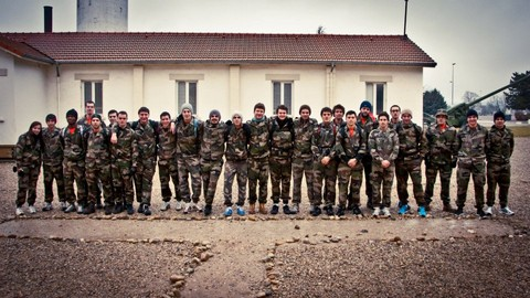 Des étudiants de l'Idrac ont suivi un stage en immersion totale au camp militaire de La Valbonne