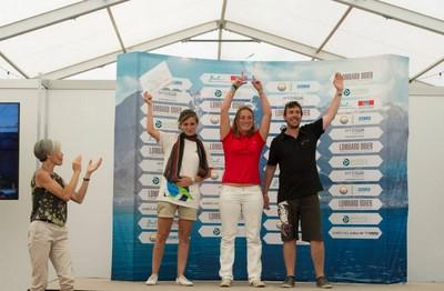 L'équipe « Rocs Crew » ENSTA Bretagne/ ENSA PLV remporte le trophée remis par la marraine de l'HYDROcontest, Claudie Haigneré