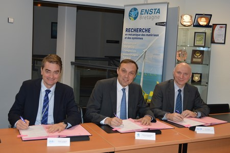 Signature de la convention de création du laboratoire commun Gustave Zédé,   jeudi 3 décembre à l'ENSTA Bretagne  De gauche à droite : Gilles Langlois, Patrick Puyhabilier et Eric Papin
