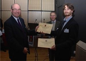 Thibaut WIART reçoit le prix national André Blanc Lapierre 2012 des mains de Paul Friedel, président de la SEE