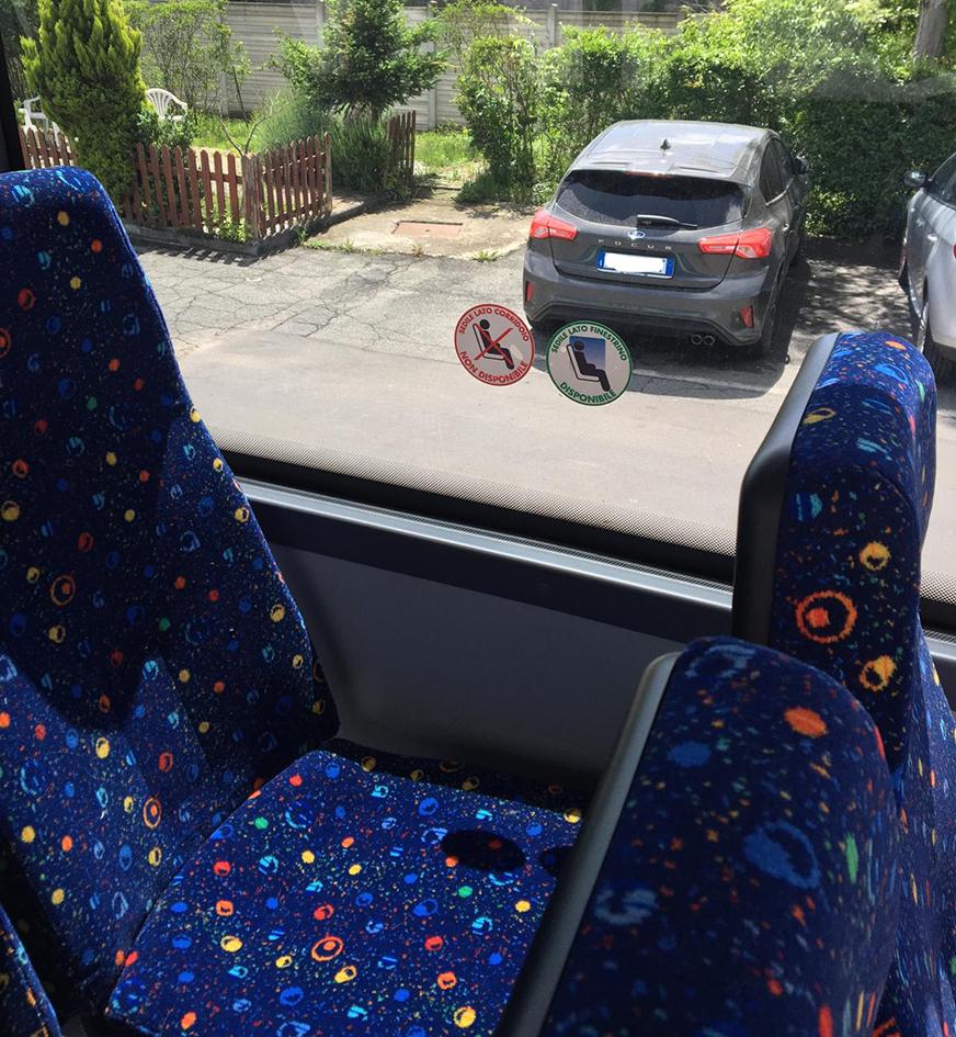 """Da lunedì 18 sugli autobus della Bius Company ci si siede """"a scacchiera"""" nei posti contrassegnati"""