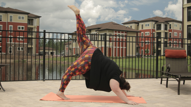 290lb Yogi Proves Size Doesn't Affect Your Downward Dog
