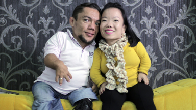 The World's Shortest Couple Get Engaged