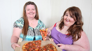 400lb Feeding Model Is Making It Big With MUM's Help