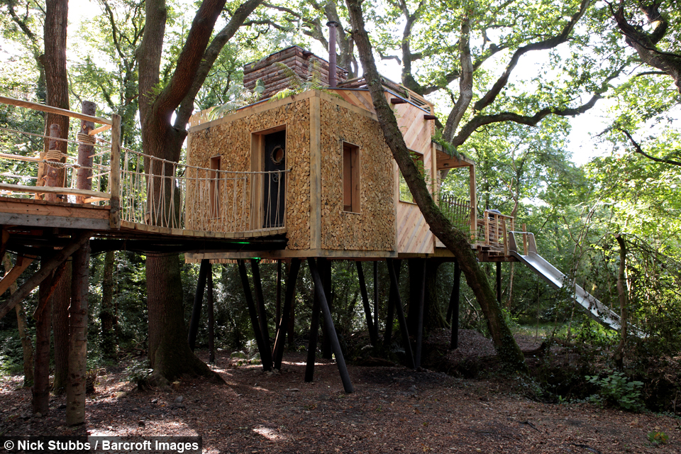 the woodsmans treehouse took guy and his team of twenty top craftsmen 5 months to build - Tree House Inside