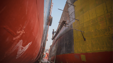 Workers risk their lives for little pay on dangerous shipyards