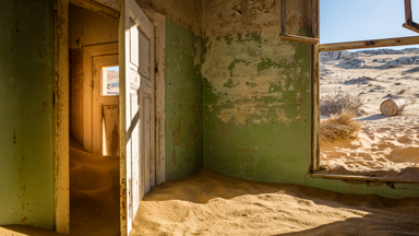 Abandoned town disappears into Namib desert