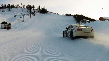700 Horsepower Nissan GTR Speeds Up Ski Slope