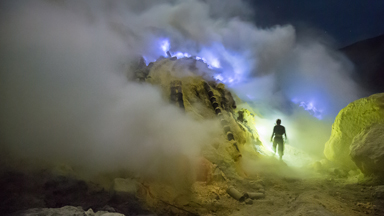 Workers face brutal conditions in eerily beautiful sulphur mines