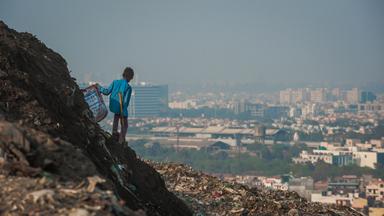 Delhi's Waste-Picker Families Transport 4500 Tonnes Of Rubbish