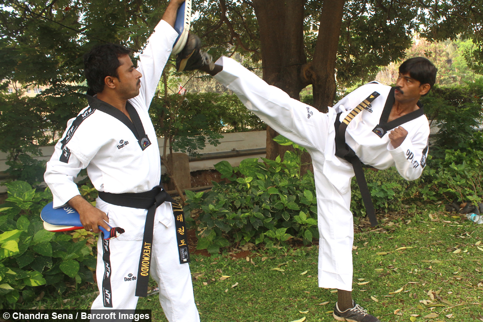 Martial Art Grandmaster Can Punch 352 Times In One Minute