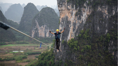 Daredevil Breaks World Record Highline Distance
