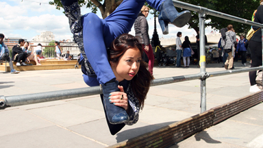Head Over Heels: Contortionist Pulls Crazy Poses On London Streets