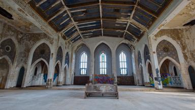 Photographer explores inside abandoned Detroit church