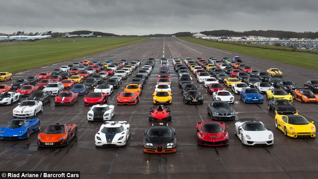 Secret Supercar Meet 163 20m Of Supercars Brave The Rain