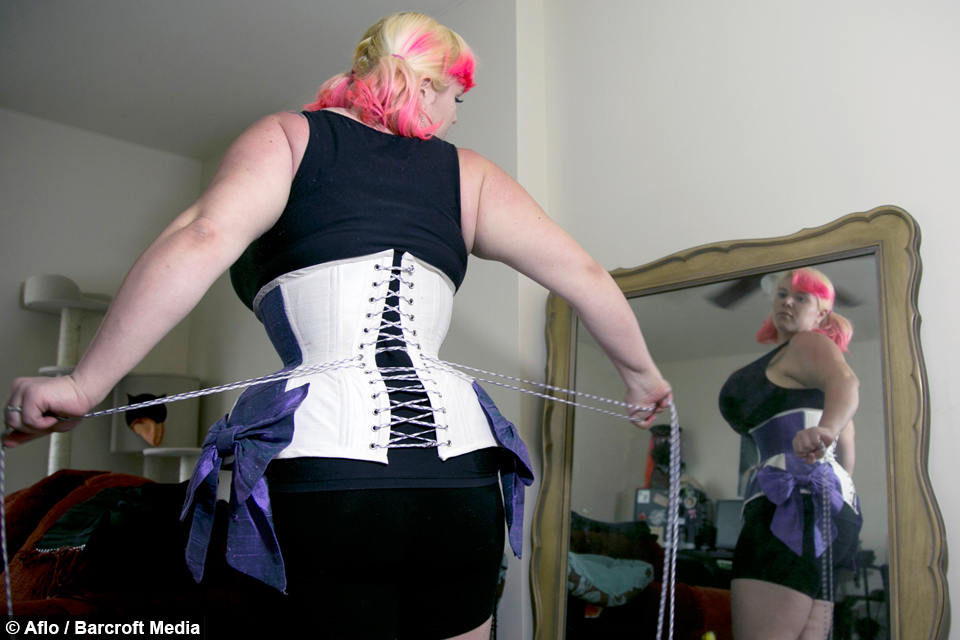 Corseter Takes Quest For Hourglass Figure To New Extreme