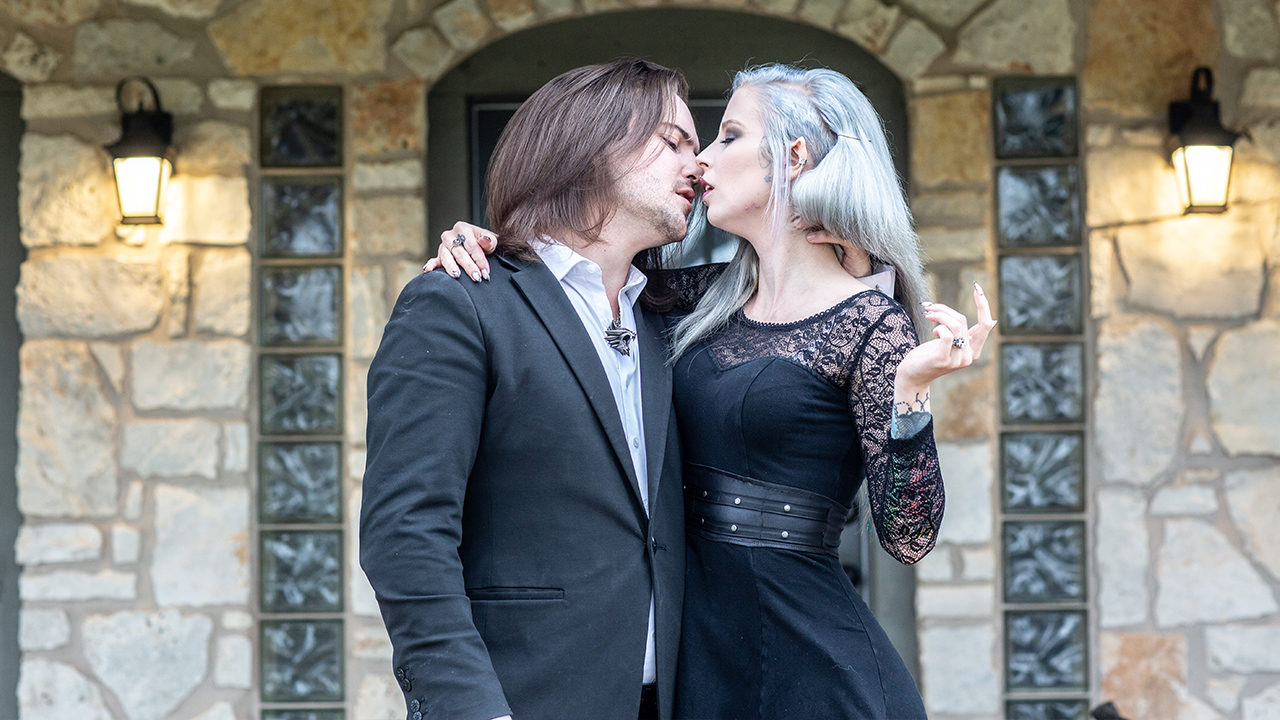 Suckers For Love! Couple Plan 'Vampire Wedding'