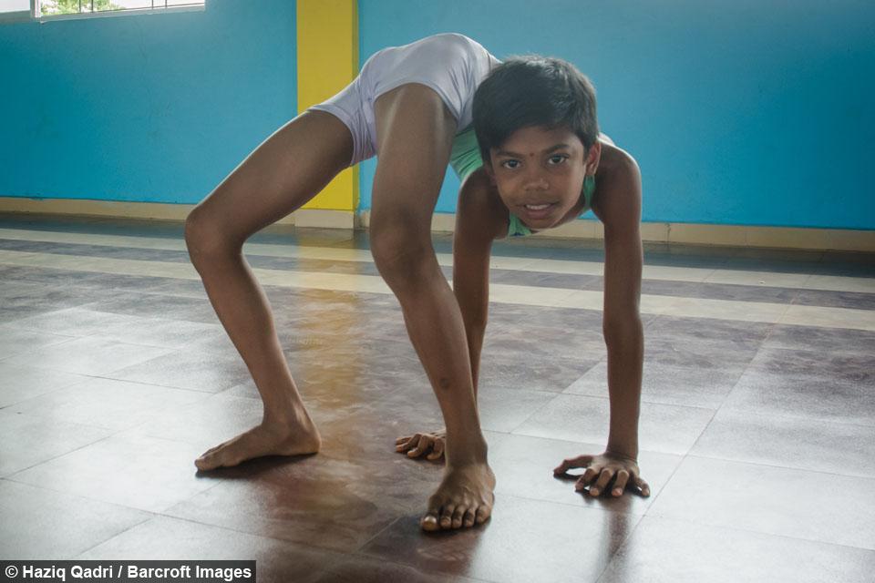 VÍDEO: Niño contorsionista... Impresionante!