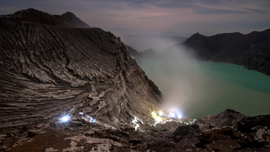 Tough miners dig for sulphur on active volcano