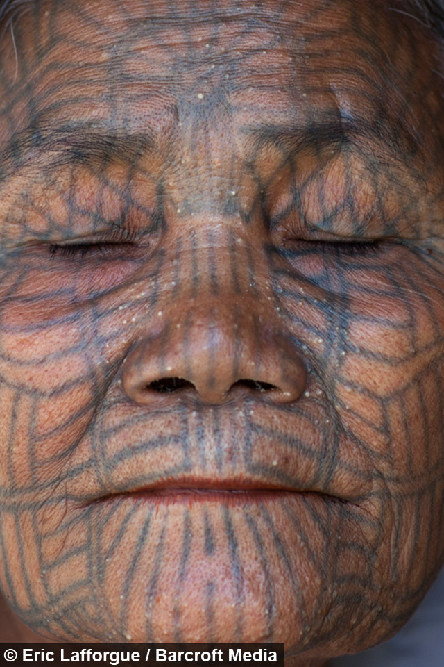 inside the burmese tribes of tattooed women. Black Bedroom Furniture Sets. Home Design Ideas