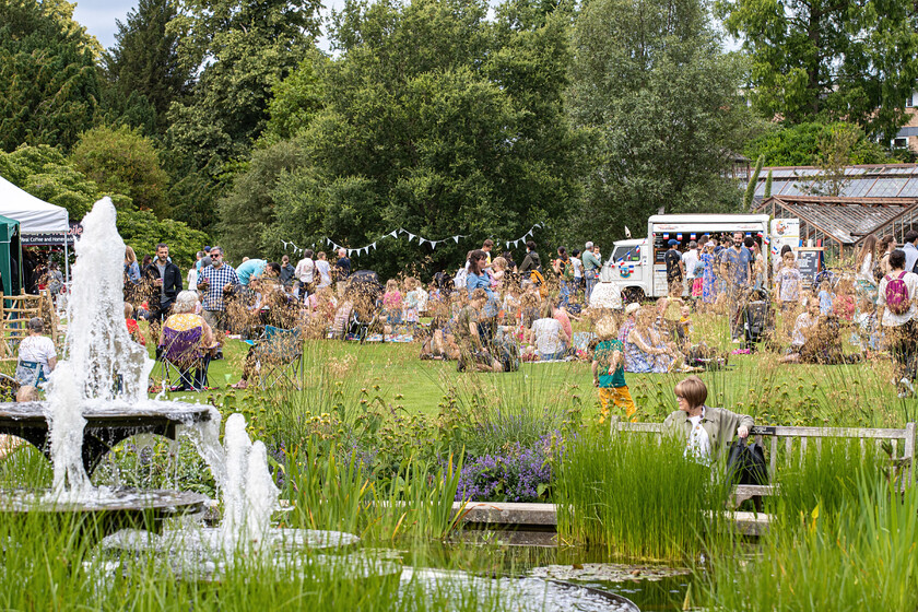 CUBG main lawn, fountains and stalls at 175th party