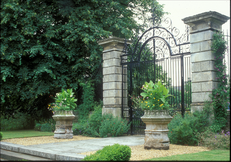 The old Botanic Garden wrought iron gates dating from 1762 were transferred to the Trumpington Road end of the Main Walk in 1909